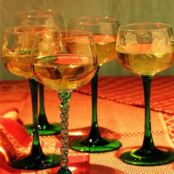 Gläser mit Elsässer Wein